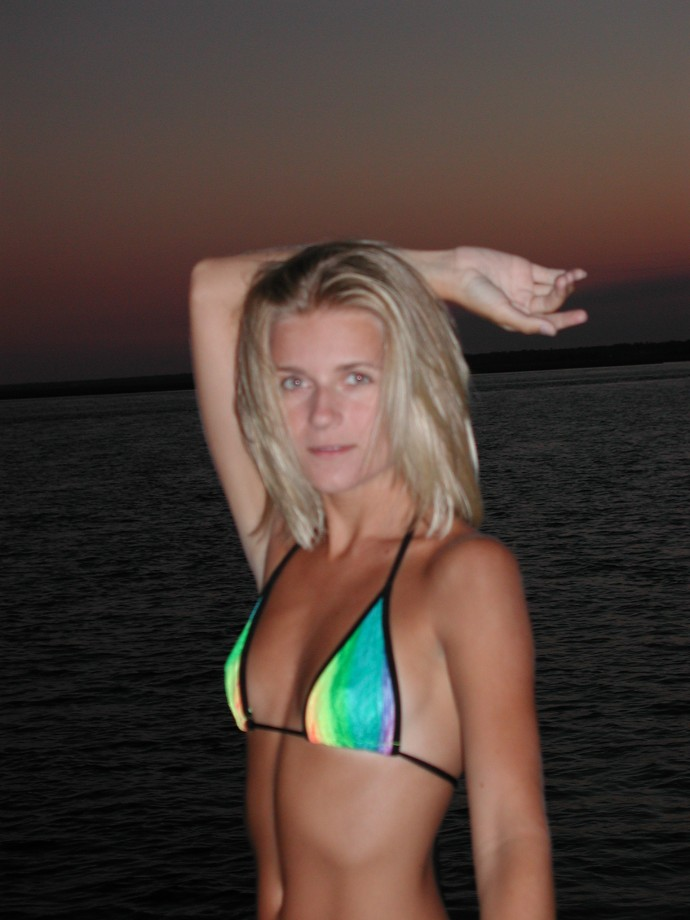 Blond Girl – Holiday on Boat TOP