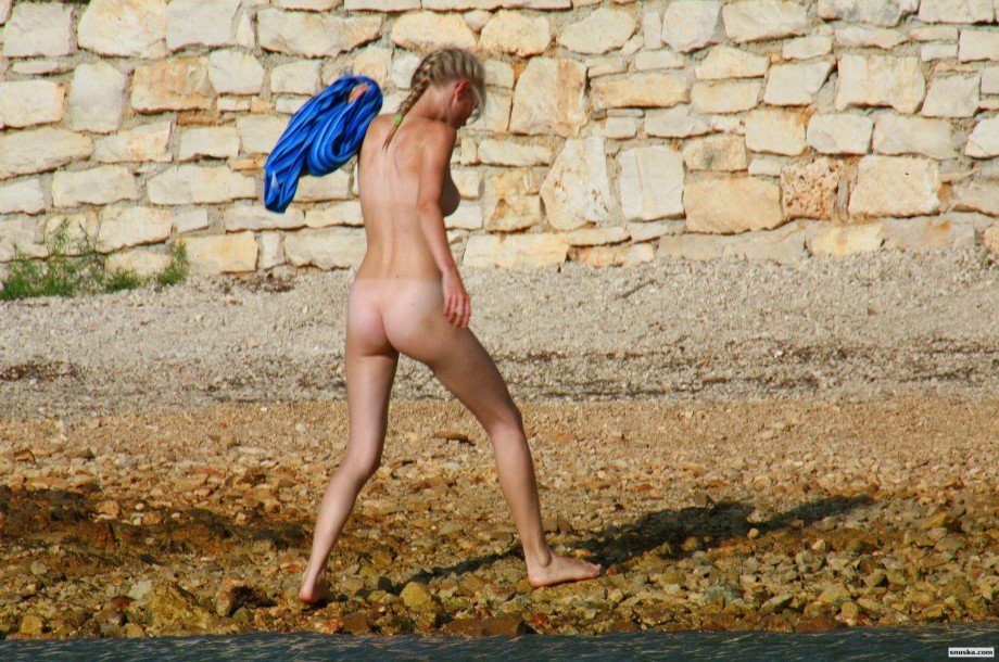 Danish Teen on nudist Beach - 32 Pics - xHamstercom