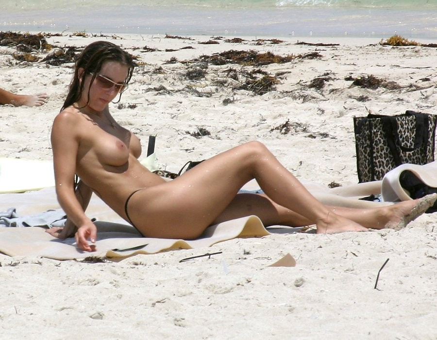 naked amateur beach bunny