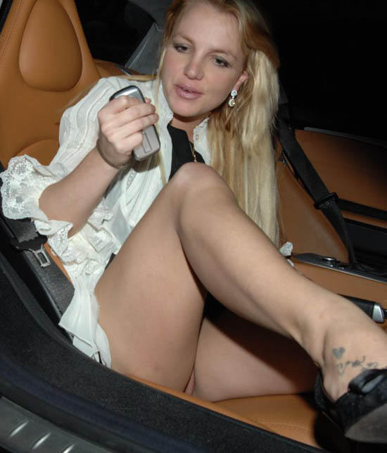 Celebrity – without panties  TOP