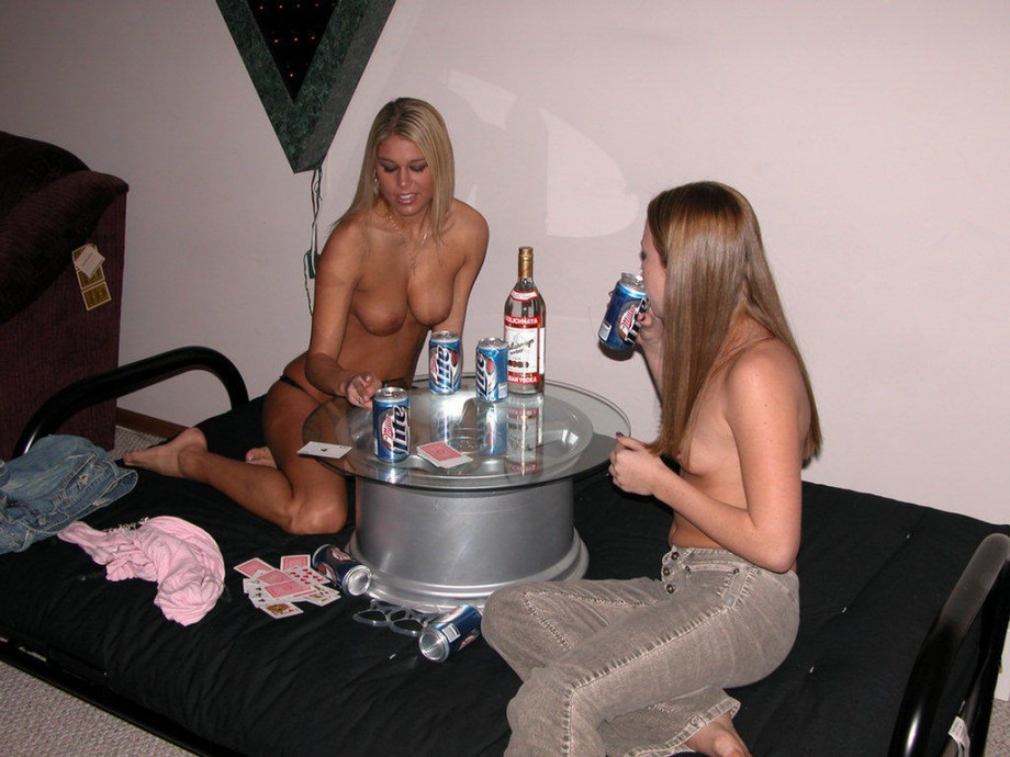hot girls playing poker