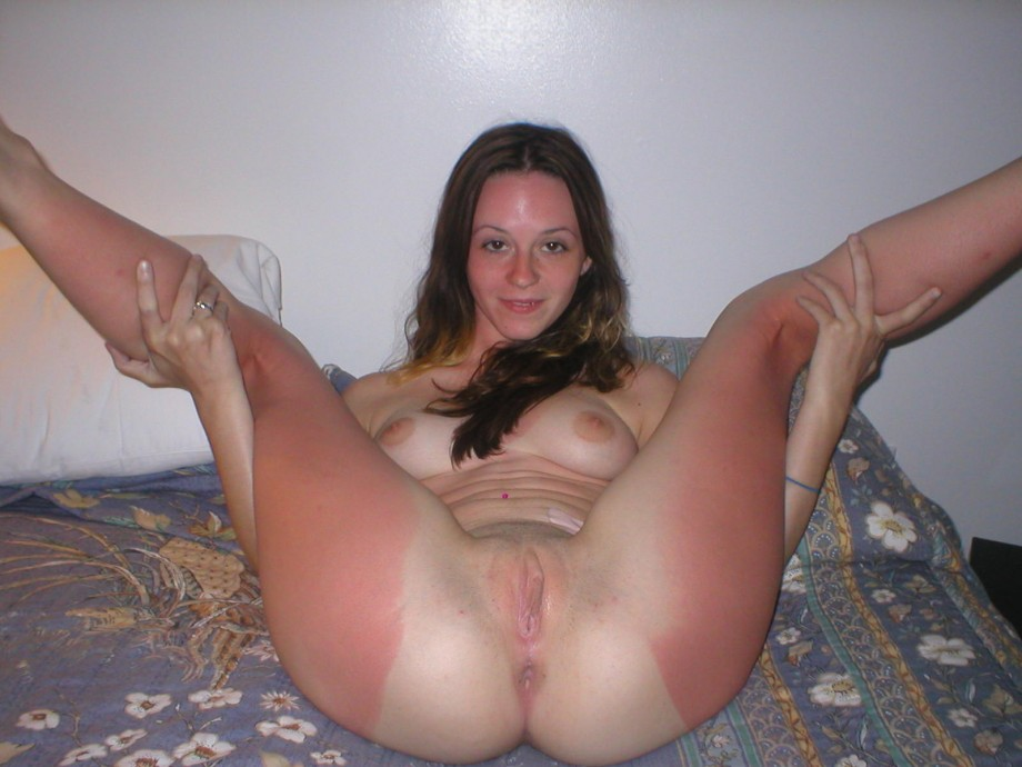 Naked tan girls pussy