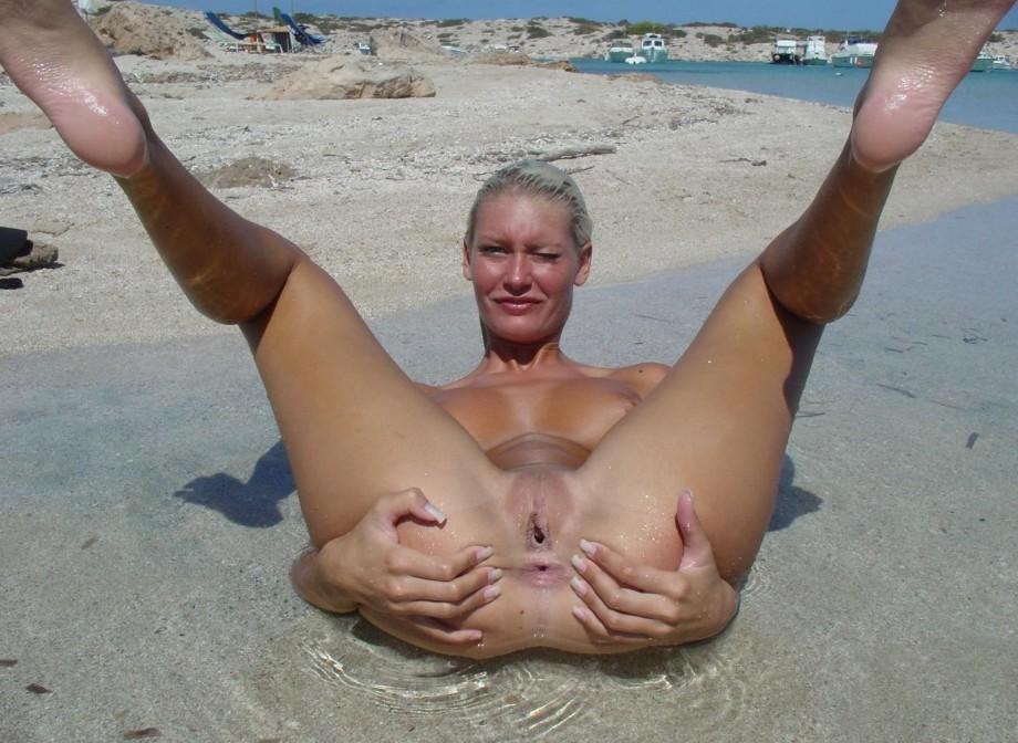 Amateur beach nudes