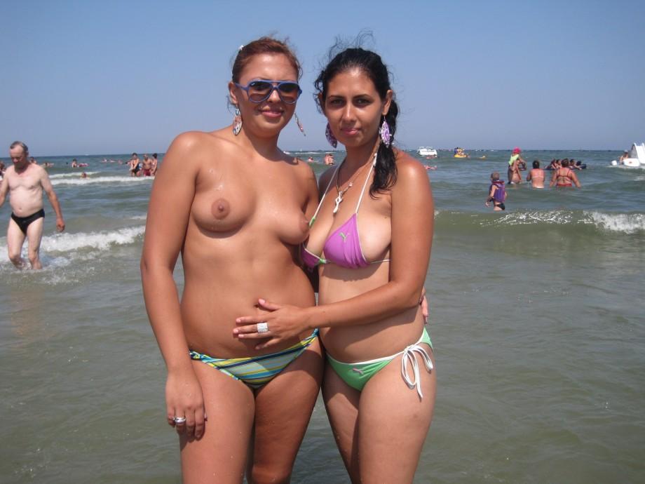 Beach Horny Girls on Vacation – Dahlia and Ramona TOP