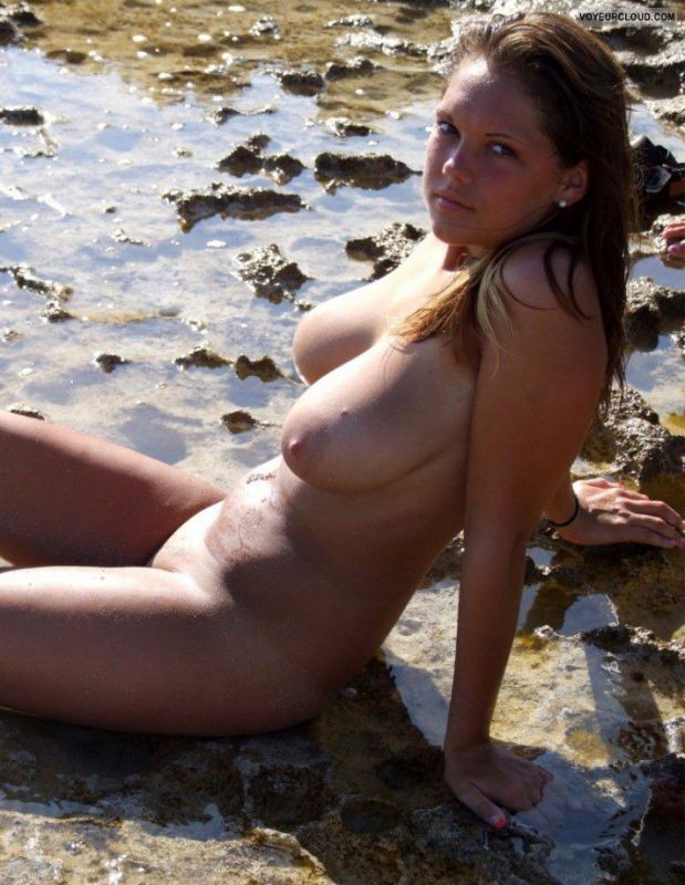сиськи на пляже частное фото