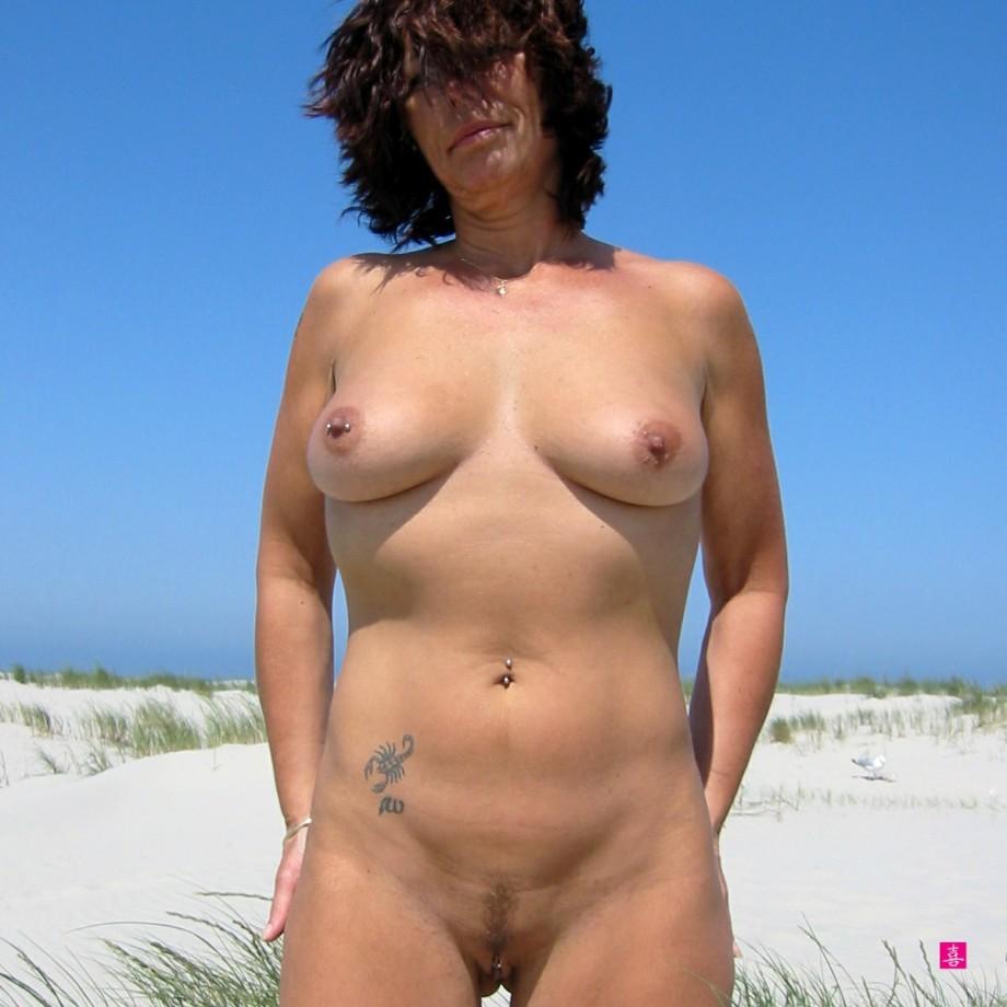 Голые зрелые бабы на пляже