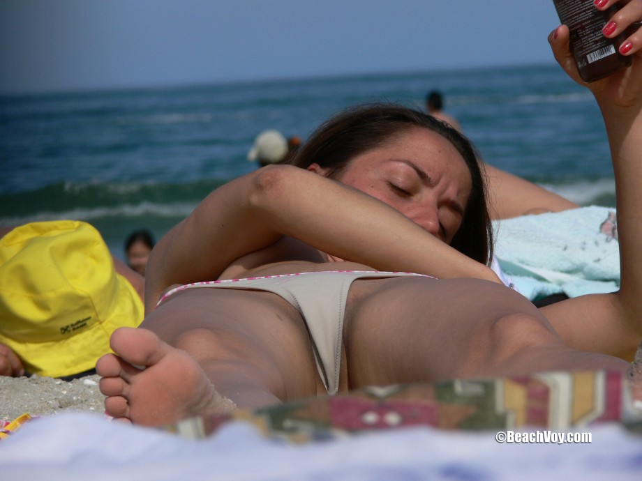 Topless Girls on the Beach – 125 TOP