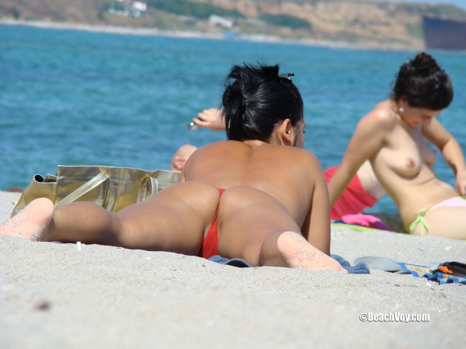 Topless Girls on the Beach – 135 – Part 1