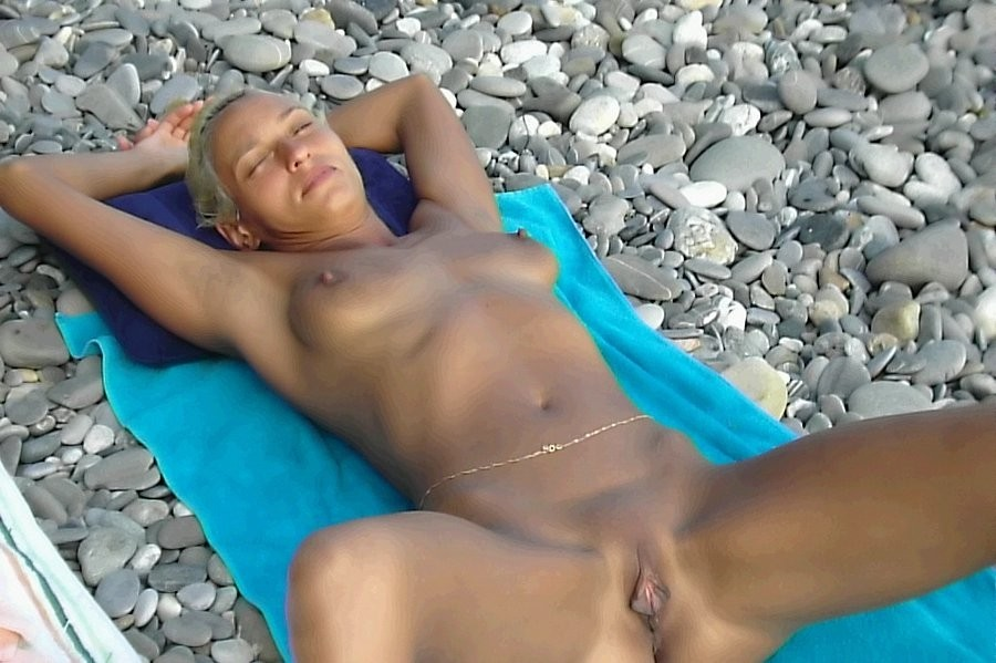 Lovely Pussies on the Beach - Best of Part 2.