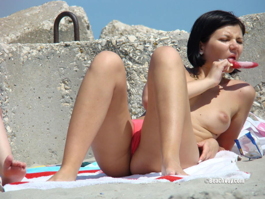 Topless Girls on the Beach – 136 – Part 2