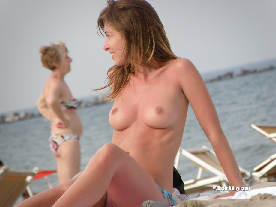 Topless Girls on the Beach – 057 Part 1