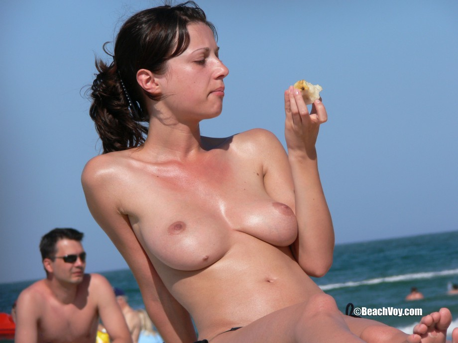 Topless Girls on the Beach – 180