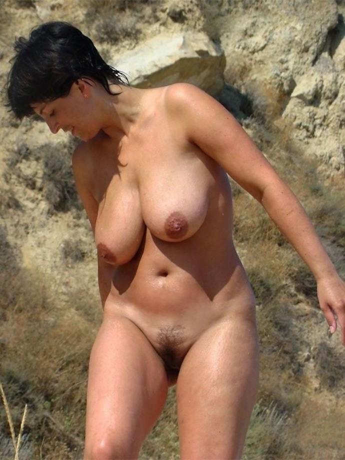 porno-golie-babi-na-plyazhe