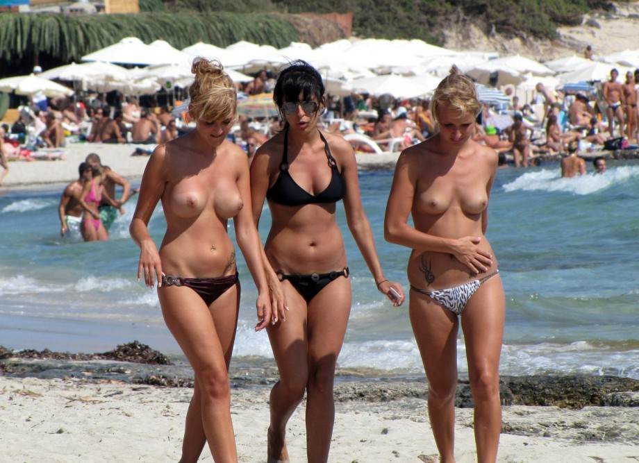 Topless Girls on the Beach – 181