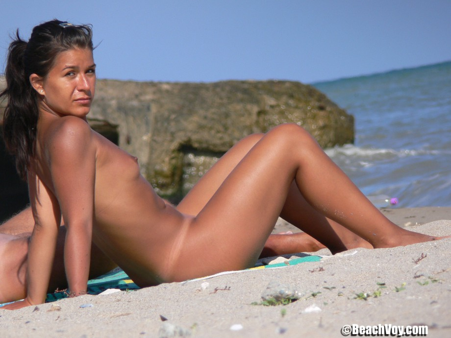 Nude Girls on the Beach – 338