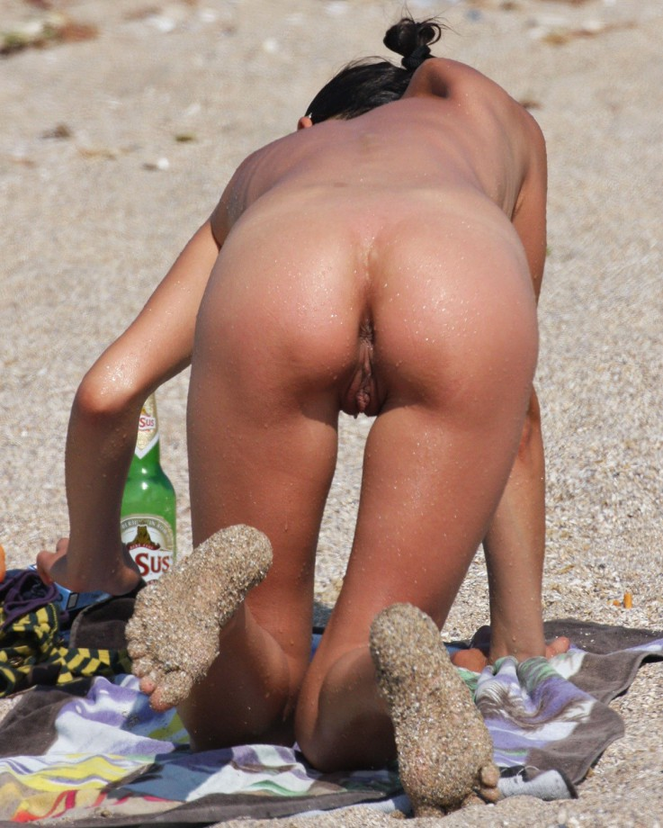 50 Beach Pussies from Behind – 1