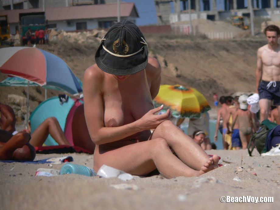 Nude Girls on the Beach – 098