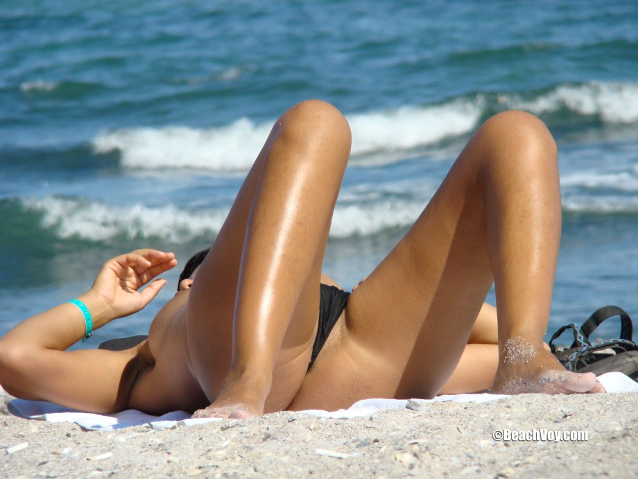 Topless Girls on the Beach – 063 – Part 1