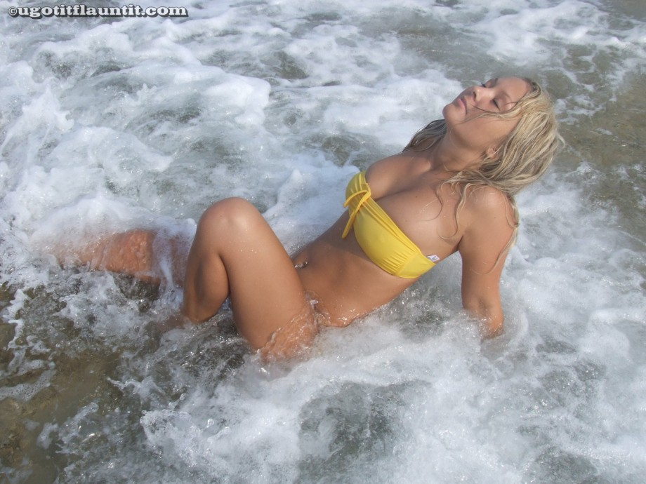 Beach – Lacey and friends 3