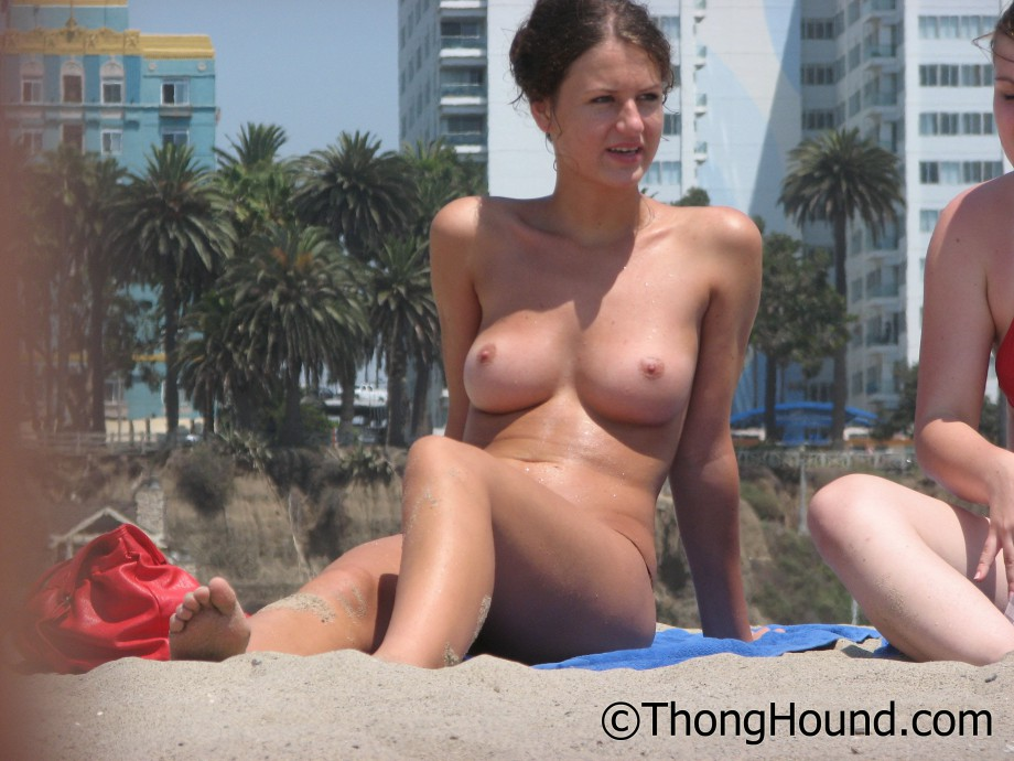 Topless Girls on the Beach – 190