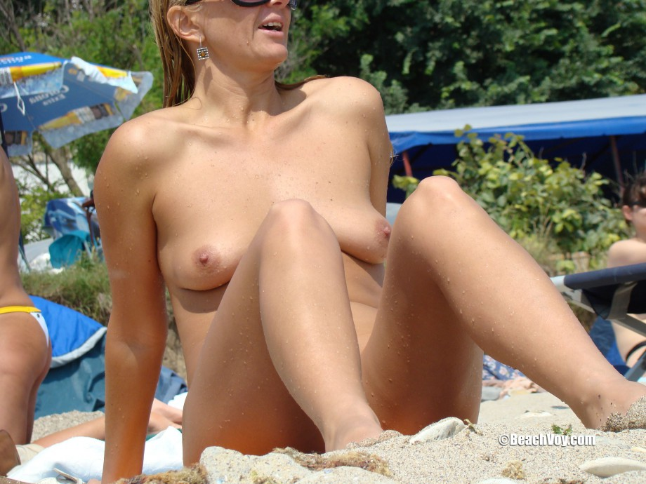 Nude Girls on the Beach – 365