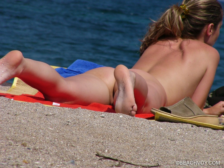 Nude Girls on the Beach – 402