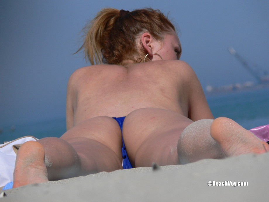 Topless Girls on the Beach – 052 – Part 1