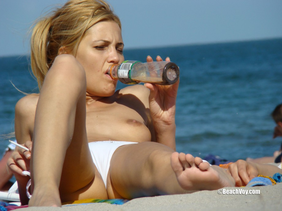 Topless Girls on the Beach – 129 – Part 1
