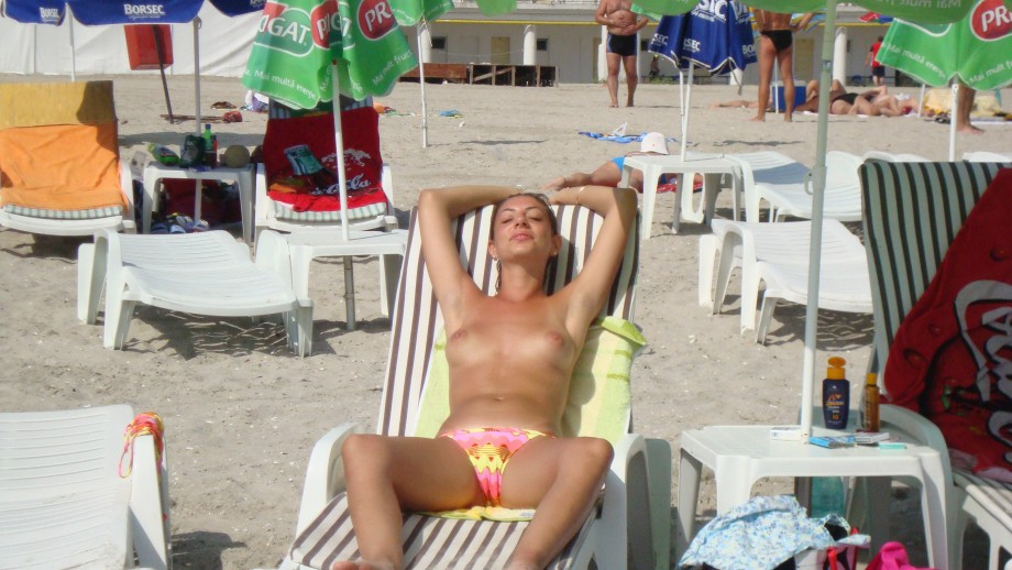 Topless Girls on the Beach – 275 – Young Tits