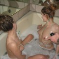 Two girls are taking a bath and shave your pussy