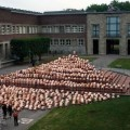 Spencer tunick : thousand of nude people in city