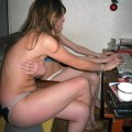 Amateurs girl naked in the computer no.01
