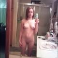 Menina Nua no Banheiro