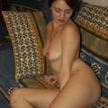 Niedliche rothaarige mit schönen Titten und haariger Muschi