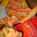 Blondine befridigt sich mit einen Vibrator