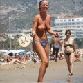 Amateurs girl topless at the beach - spy photos 02