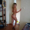 Sexy Amateur Girl mit langen lockigen Haaren