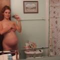 Schwangere Frau mit großen Milchtitten
